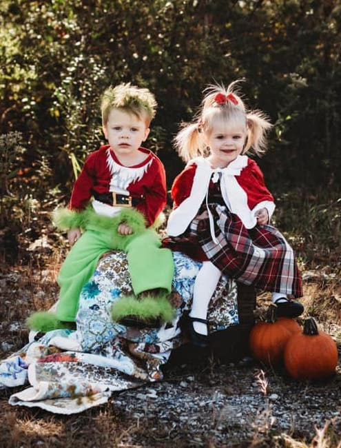 twins dressed as the grinch and Cindy Lou who boy girl twin halloween costumes