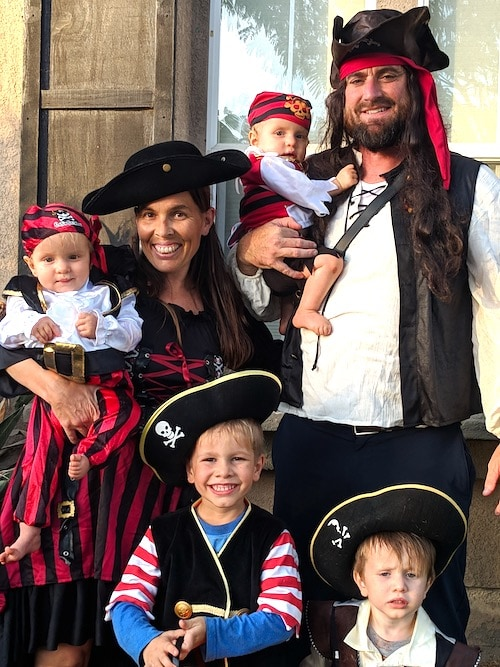 family dressed as pirates twin boys halloween costumes