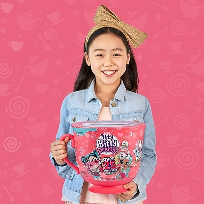 hot toys 2020 girl holding giant pink teacup