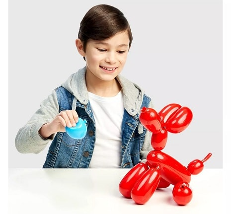 hot toys 2020 boy playing with balloon dog