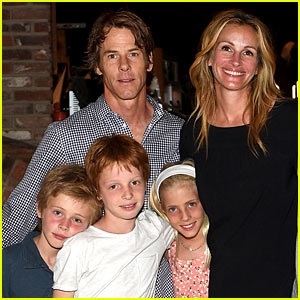 Celebrities with twins Julia Roberts with husband and 3 children
