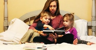 mom and children reading in bed kids to read