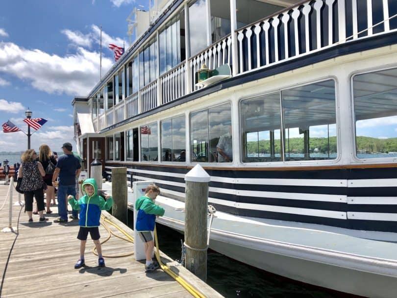 boat tour lake geneva