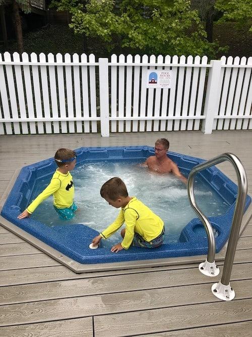 hot tub mackinac island lodging