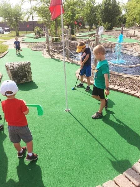 kids playing mini golf learning over summer break