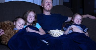 family watching movie oscar-winning family-friendly movies