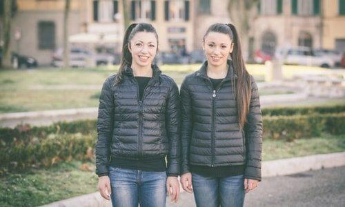 identical-teenage-twin-girls-teen-feet-porn
