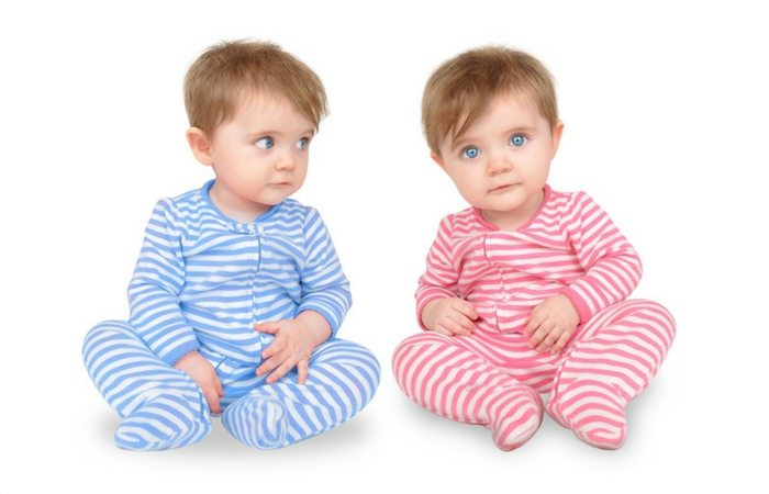 identical twins dressed in different colors