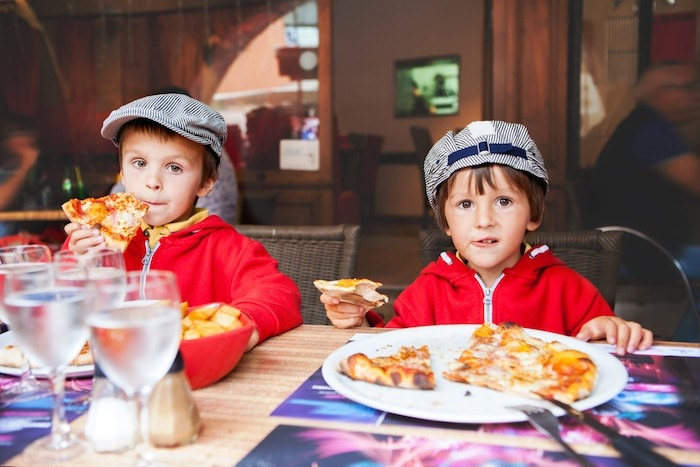 kids eating pizza Get Your Kids to Eat