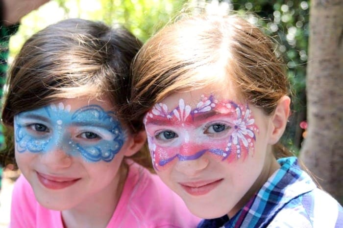 adolescent twin girls Teen Twin Bond