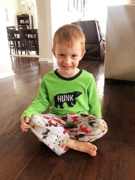 boy sitting on floor w-sitting